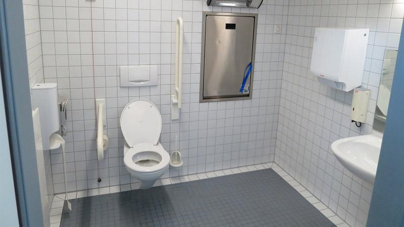 Bagno per disabili: dimensioni e caratteristiche dei sanitari