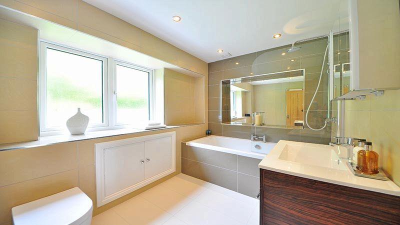 Come rinnovare il bagno senza togliere le piastrelle - Togliere piastrelle bagno ...