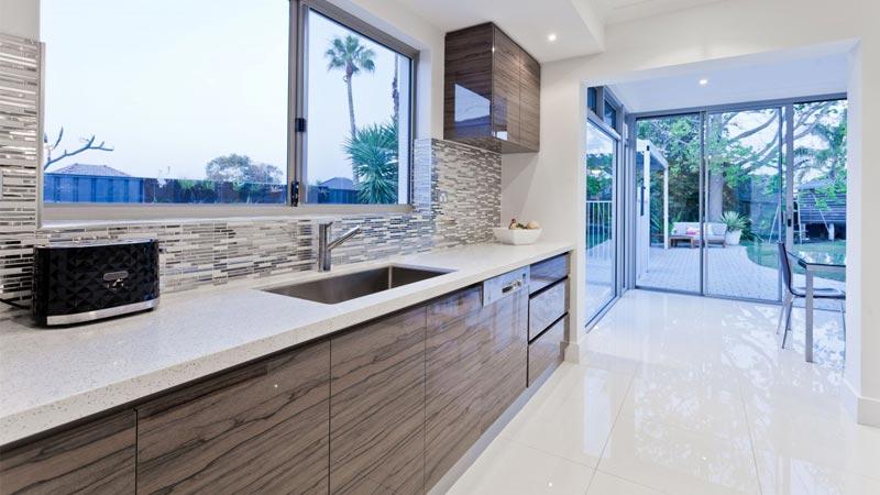 Pavimenti cucina 10 idee per cucine rustiche classiche o moderne - Nuovi pavimenti per interni ...
