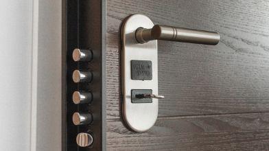 Porte In Legno Massello Prezzi : Serrature per porte in legno: tipologie e prezzi