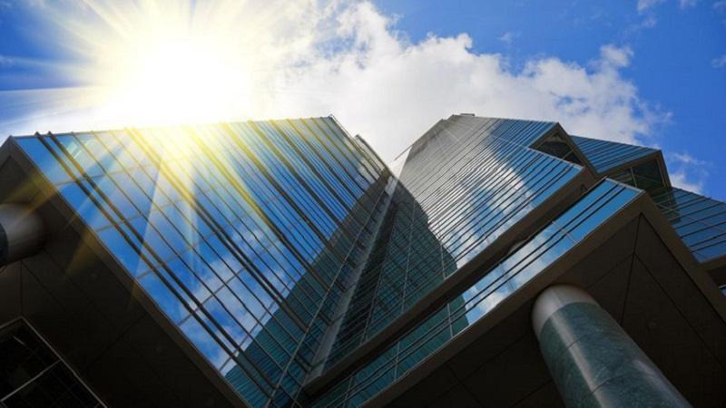 Verande in vetro costi norme e tipologie per arredare il balcone - Vetri oscurati casa ...