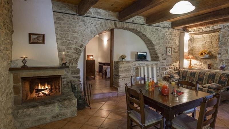Camino In Pietra Rustico : Camini in pietra ecco come arredano casa