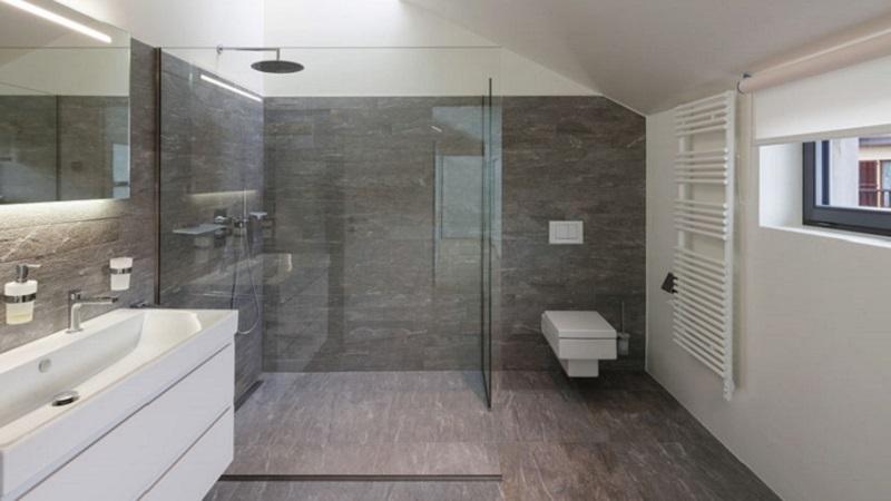 Carta da parati idee per rivestire la doccia