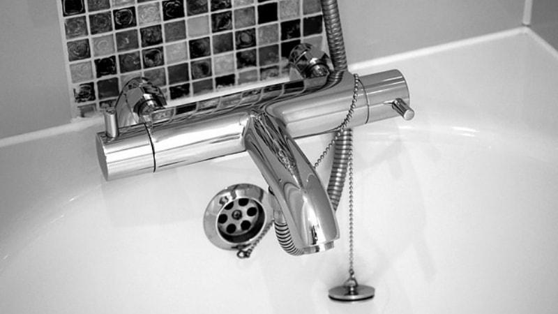 Il miscelatore della doccia termostatico perde acqua