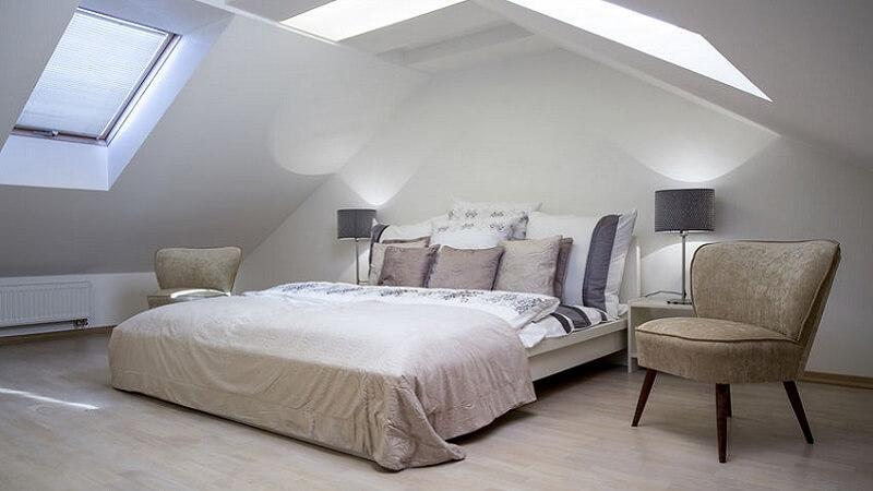 Consigli per illuminare la camera da letto senza usare un lampadario
