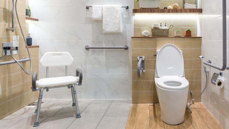 Come rinnovare il bagno senza togliere le piastrelle - Quanto costa togliere vasca da bagno e mettere doccia ...