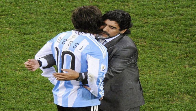 Maradona, bordata a Messi mentre…lo difendeva