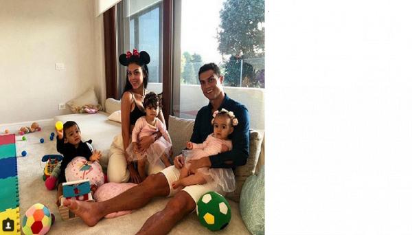 Ronaldo, lo scatto familiare per scacciare le polemiche