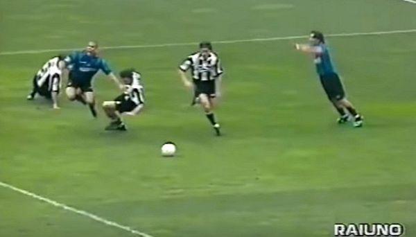 Sul web si scatena l'ironia su Ceccarini e rigore-Ronaldo