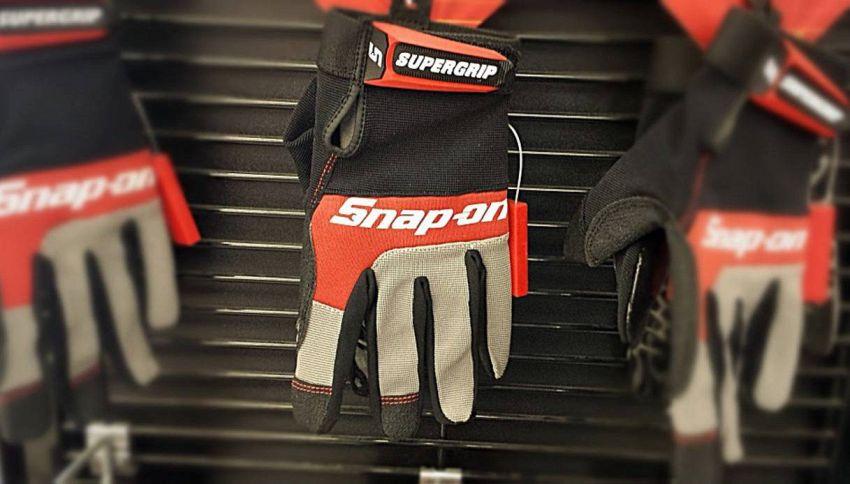 Che tipo di guanti scegliere per viaggiare in moto?