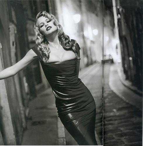 Claudia Schiffer: i segreti di bellezza di una donna senza tempo
