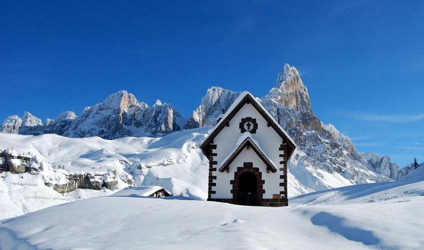 Superski delle Dolomiti: guida agli skitour più suggestivi