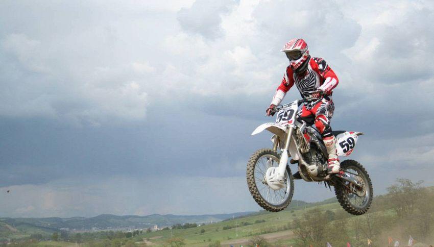 Il mondo delle moto enduro: passione e abilità
