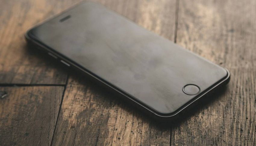 Se tieni l'iPhone sotto al cuscino rischi la vita!