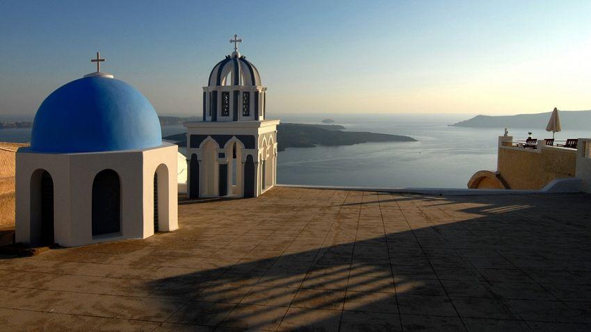 Santorini: i locali della movida e le spiagge più belle
