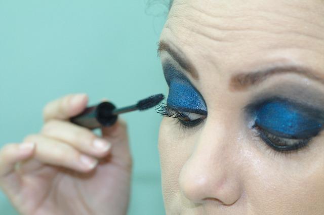Tutti i segreti per un perfetto make up con il colore blu