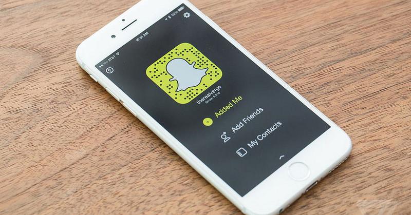 Snapchat, come usare le emoji 3d che seguono gli oggetti
