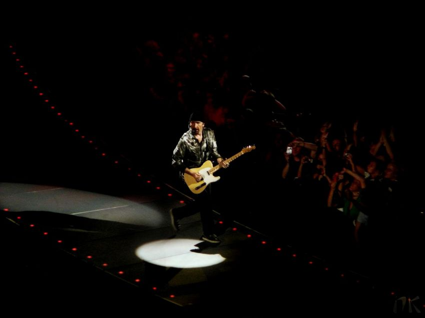 The Edge ha suonato nella Cappella Sistina: è la prima rockstar