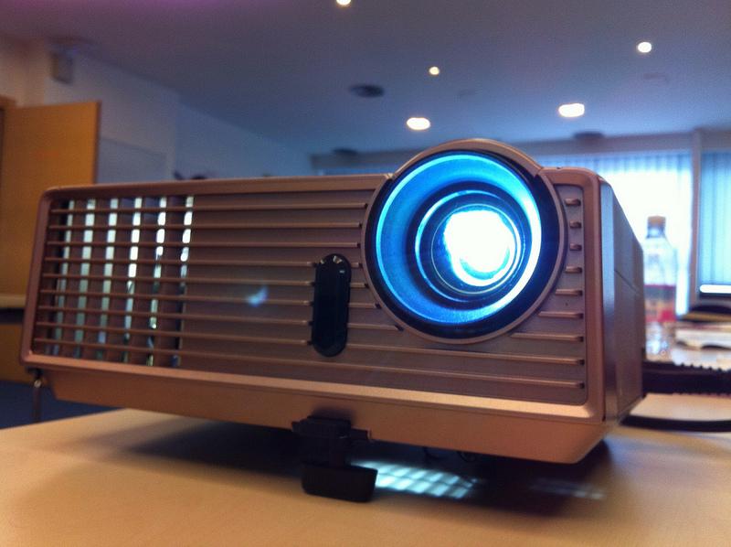 Videoproiettore, quale scegliere per avere il cinema in casa