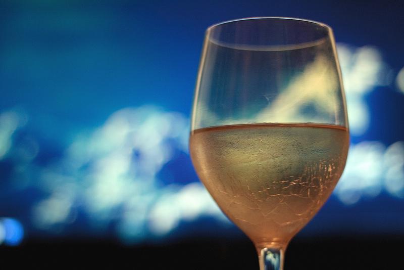 Come ti fabbrico il vino: arriva il vino sintetico, senza uva