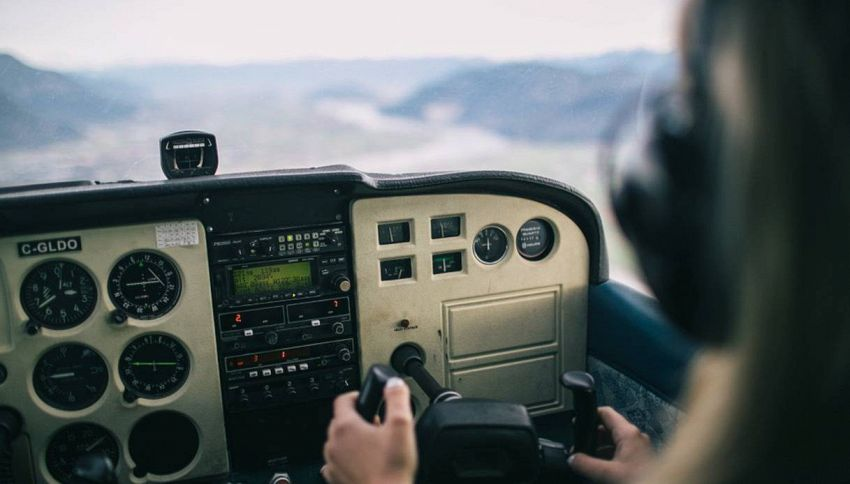 In cabina: cosa succede davvero durante il decollo e atterraggio?