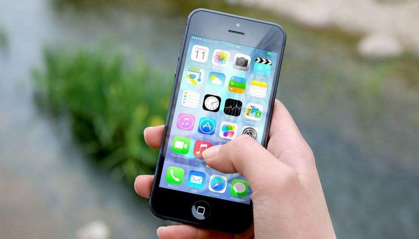 Nuove tariffe roaming, come risparmiare con il telefonino all'estero