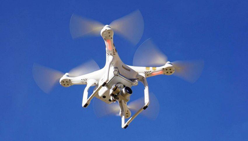 Un drone porta la pillola in Irlanda del Nord per protesta