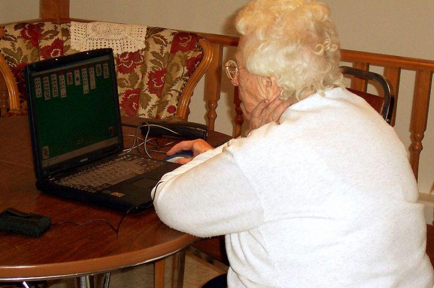 Nonna ansiosa per il nipote scrive per sbaglio a tutto Glastonbury