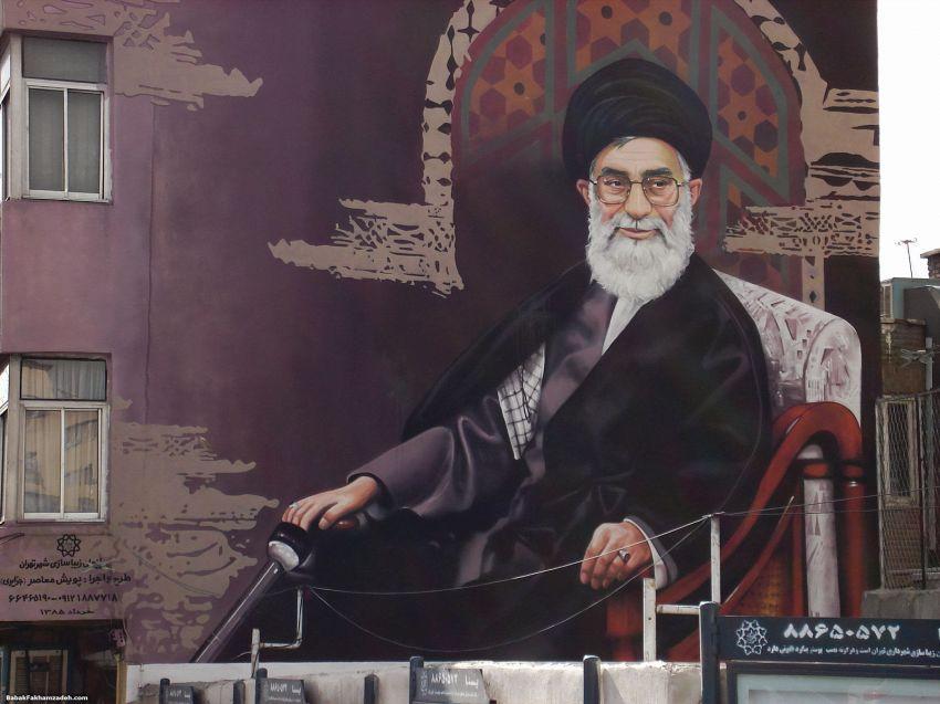 Come usare i social media, i consigli dell'Ayatollah Khamenei