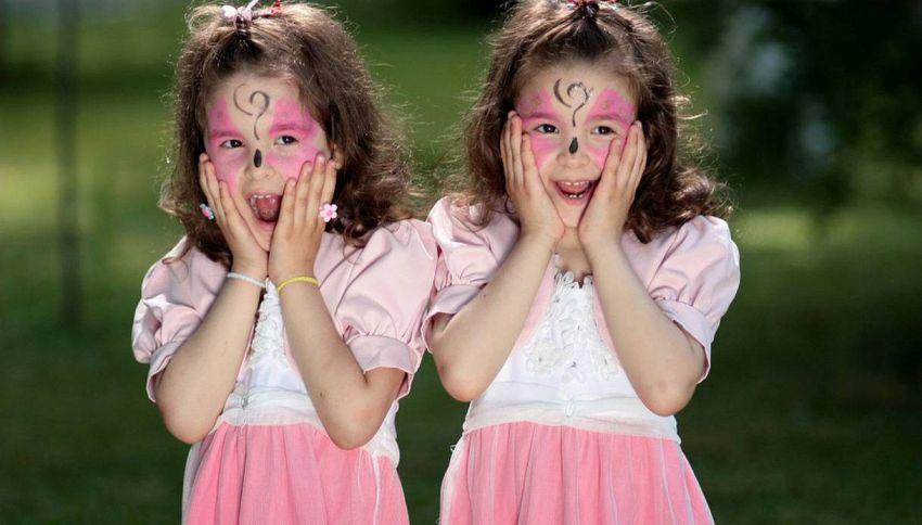 Come vivono due gemelle identiche? In modo ben diverso da noi