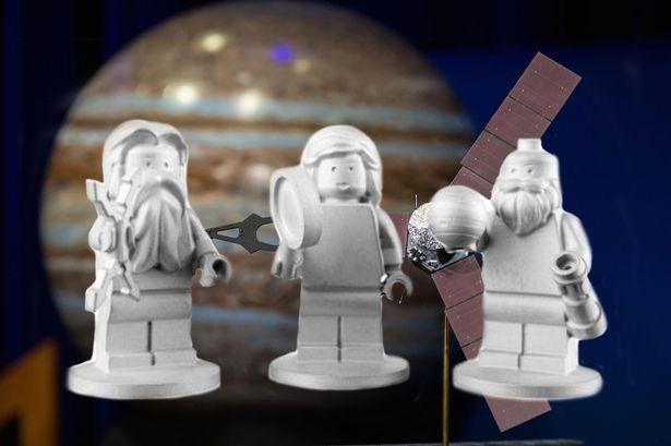 Svelato il prezioso carico dell'astronave Juno: 3 minifig Lego