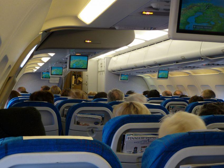 Tutte le scuse dei mariti che volano da soli in prima classe (e le mogli no)