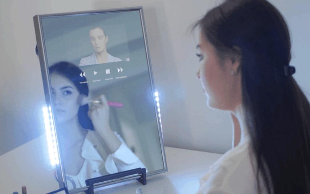 Lo specchio magico connesso sul display messaggi video e - Prendi lo specchio magico ...