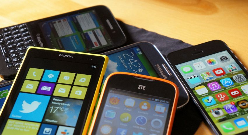 In Europa i telefoni potrebbero presto essere classificati come armi