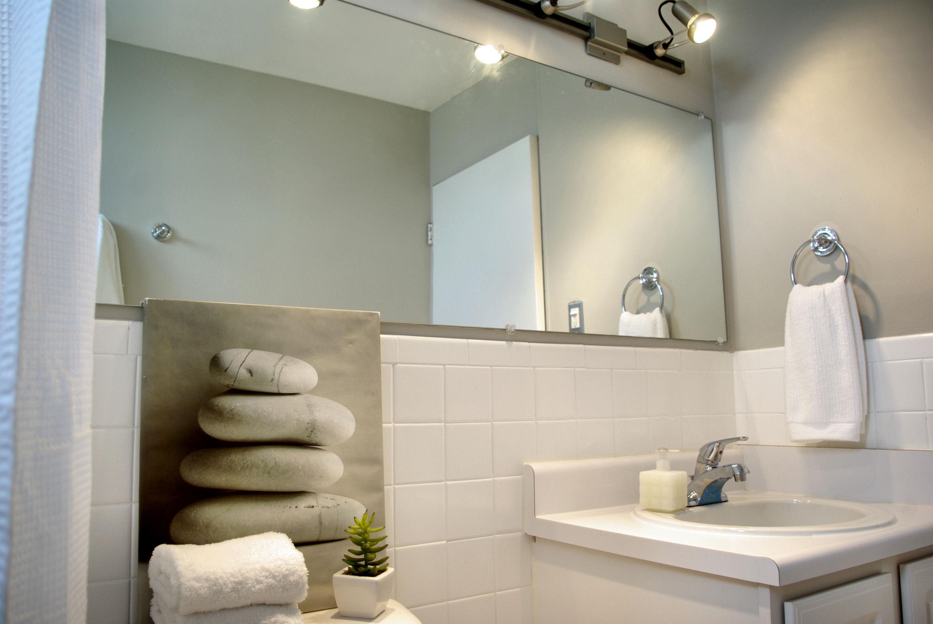 Illuminazione per il bagno doccia a fondo stanza supereva