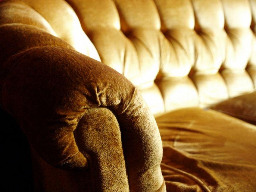 Come smacchiare il divano (e prendervela di meno con i vostri figli)