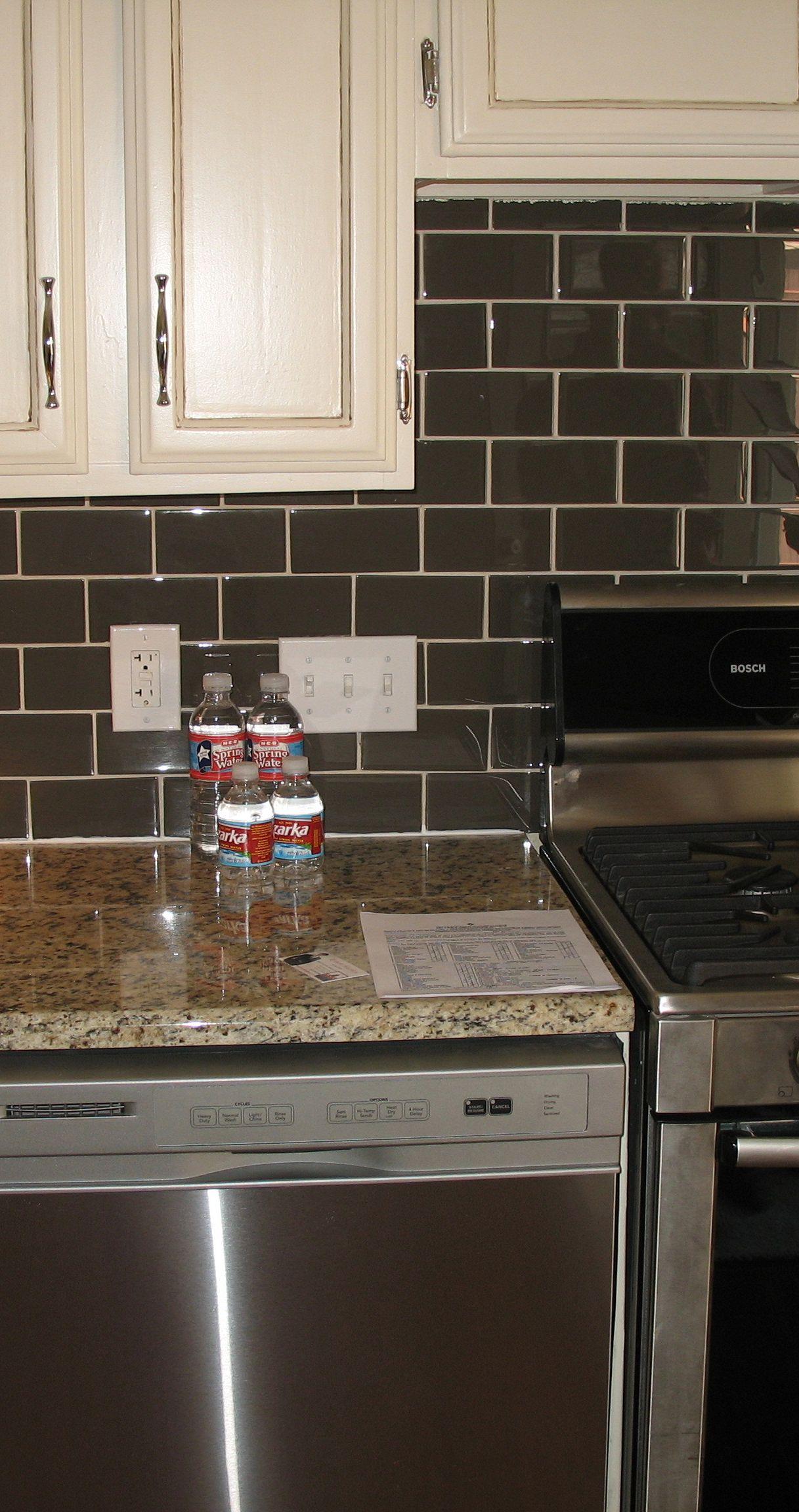 Cucina con piastrelle scure - Cucina con piastrelle scure | superEva