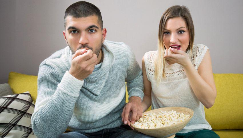 """Il """"binge-watching"""", l'abbuffata di serie tv, aiuta il legame di coppia"""
