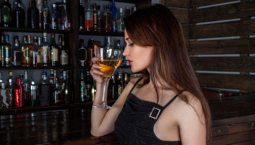 Le persone più intelligenti bevono di più, lo dice la scienza