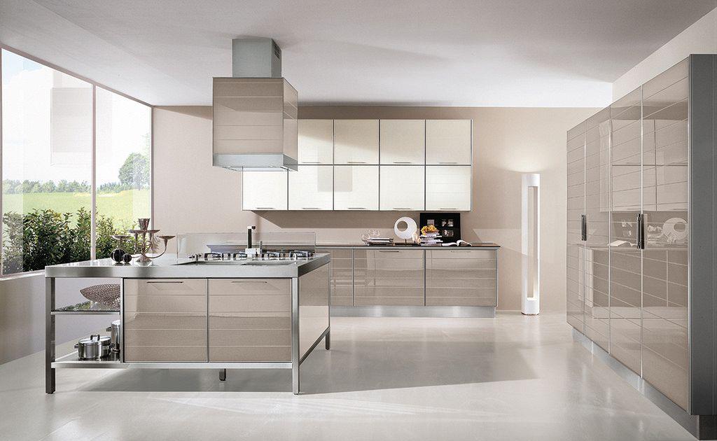 Cucina con ante in profilo di alluminio e vetro supereva for Piastrelle wow