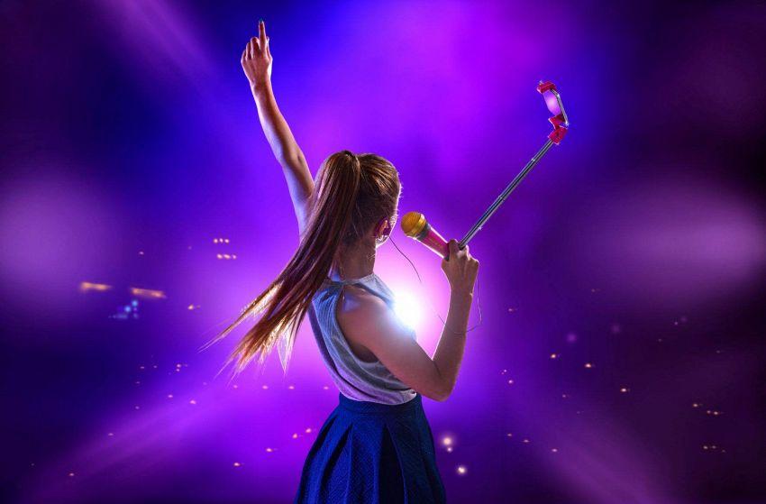 Selfie e karaoke: il Selfie Mic invaderà le case di tutti gli adolescenti