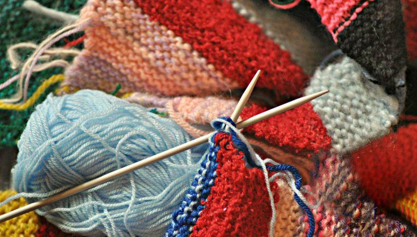 Lavorare a maglia è antistress e un'ottima ginnastica per la mente, lo dice la scienza