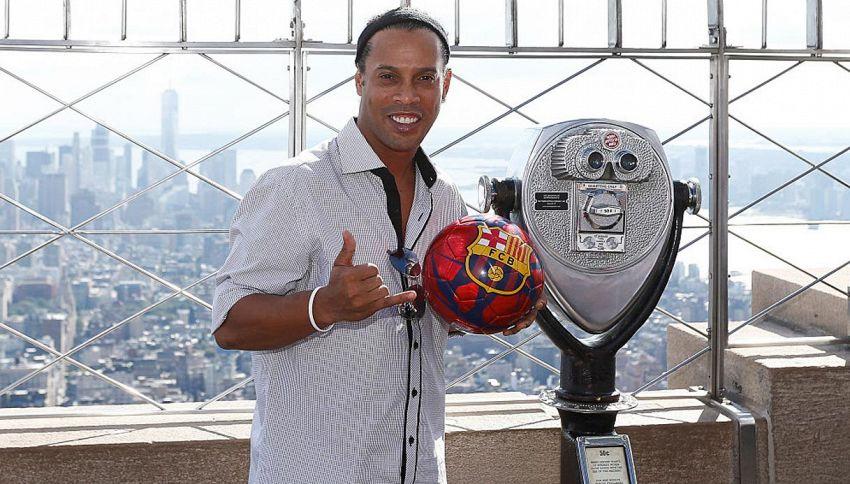 Ronaldinho torna in campo: contratto per... una partita
