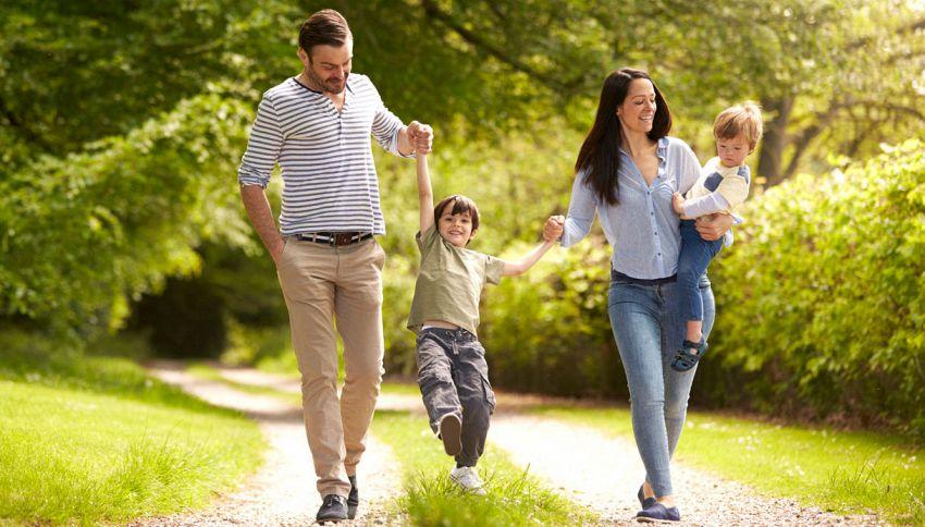 Attenzione a far dondolare i bambini: rischiano danni a gomiti e braccia
