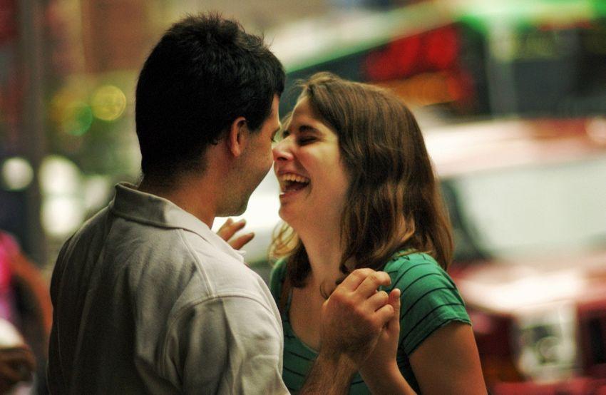 Le coppie più felici sono quelle che passano meno tempo sui social