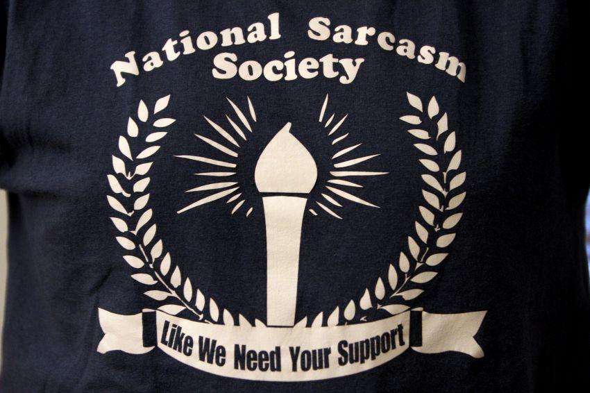 10 motivi per cui le persone intelligenti amano il sarcasmo