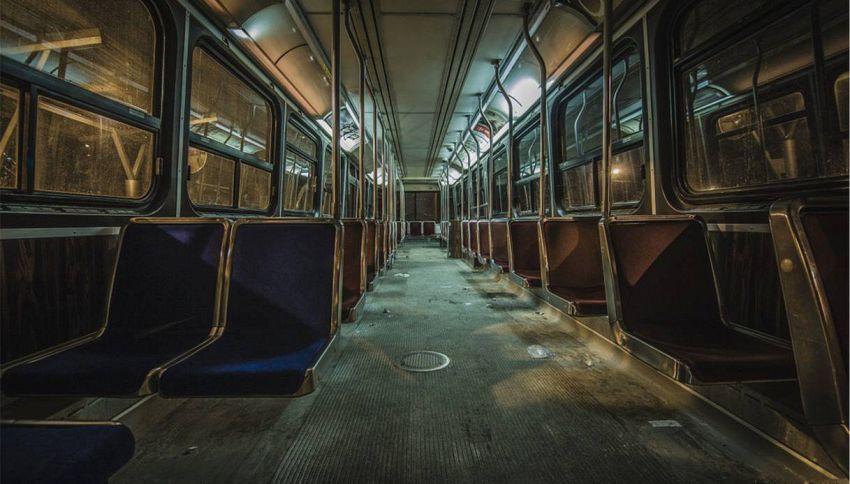 Una coppia di nonni inglesi compra l'autobus su cui si sono innamorati 57 anni prima