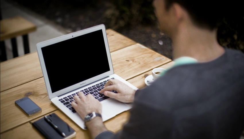 10 segnali per capire che stai lavorando troppo e gli altri sono in vacanza