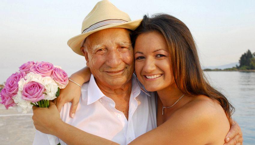 Sposa una donna più giovane e scopre di essere suo nonno