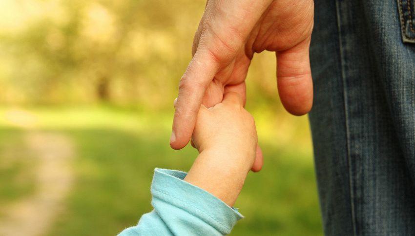 """""""7 cose che regalo a mio figlio"""". La dedica speciale di un papà"""